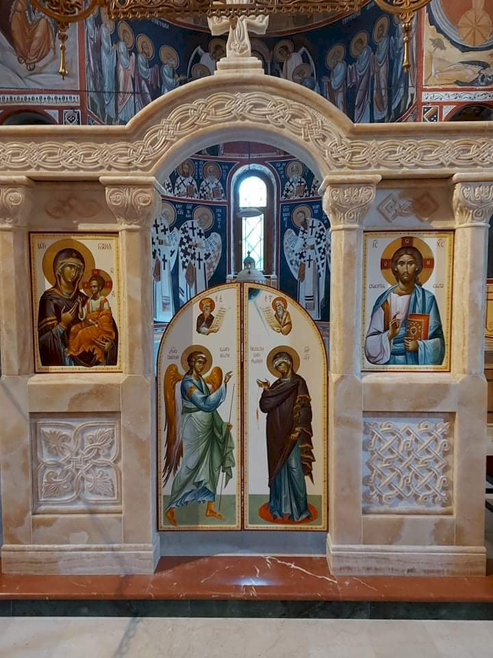 Постављене Царске двери и престоне иконе у Туману